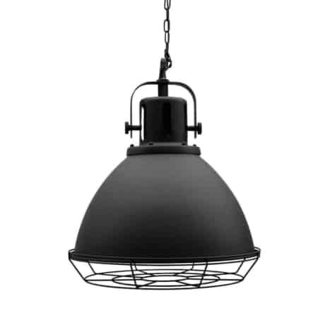 Hanglamp Spot van LABEL51 is een grote, luxe en robuuste lamp vol industriële details.Hanglamp Spot bestaat uit een grote rondvormige kap, gemaakt van zwart metaal.