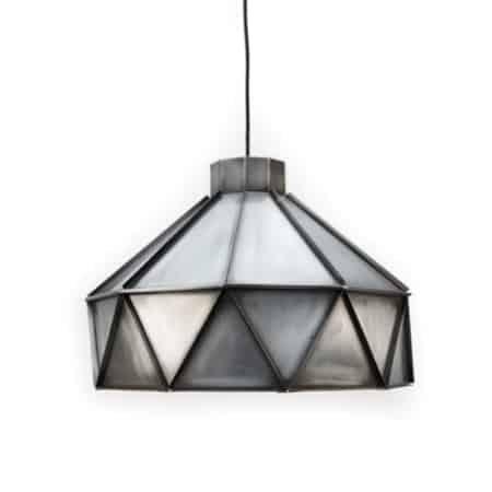 """De """"Triangle"""" hanglamp Zink van Label51 is een geweldig, robuust kunstwerk. De lamp bestaat uit aaneensluitende driehoeksvlakken."""