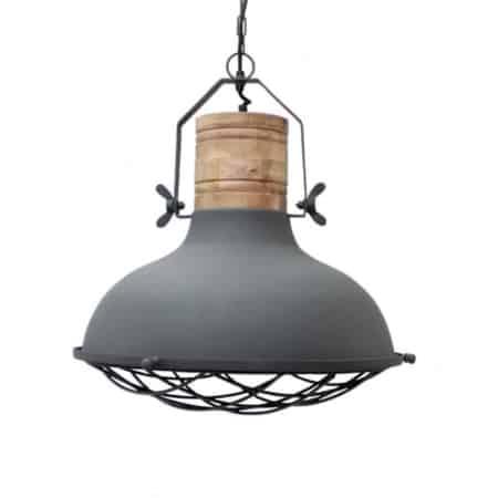 Hanglamp Grid van LABEL51, uitgevoerd in de kleur grijs, is een robuuste lamp met stoere accenten. De metalen korf en grove bouten zorgen voor een industrieel karakter.