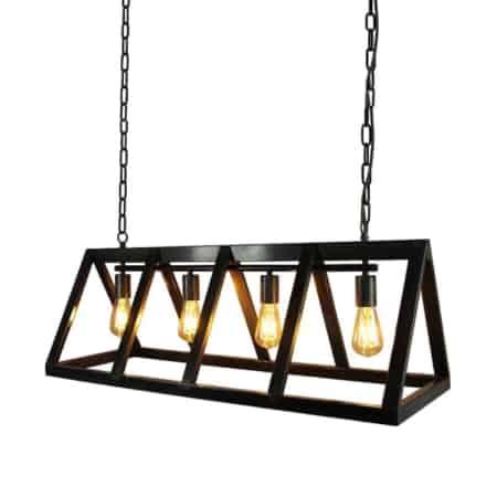 Hanglamp Roof van LABEL51 is een bijzonder grote stalen lamp in de vorm van een driehoekig prisma.