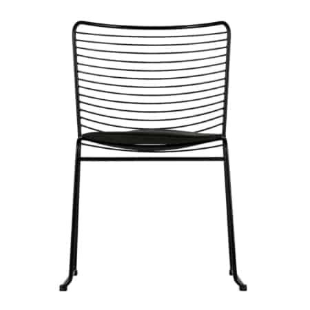 Een trendy eetkamerstoel! De Muck eetkamerstoel is geheel gemaakt van metaal in de kleur zwart, wat zorgt voor een stoere look. De Muck eetkamerstoel wordt geleverd met een zitkussen.