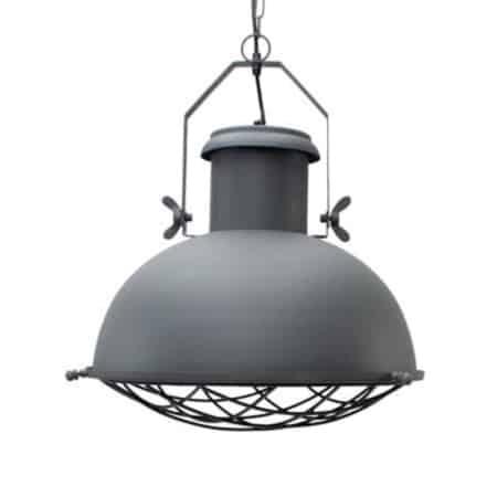 De hanglamp Grid van Label51 heeft door zijn stoere accenten en antiek grijze kleur een industriële uitstraling. Deze hanglamp is in hoogte verstelbaar.