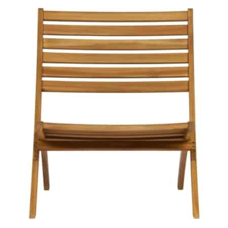 De Lois houten loungestoel uit de WOOOD collectie is de ideale stoel om helemaal tot rust te komen.