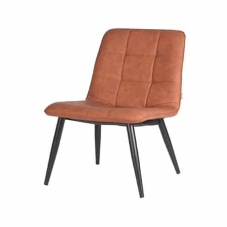 Fauteuil James van LABEL51 is een stoere, strakke fauteuil voorzien van een groot opgezet blokstiksel. James is uitgevoerd in cognac PU en heeft een prettig zitcomfort.