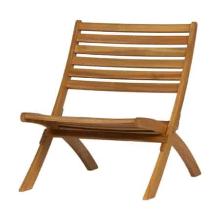 De Lois houten loungestoel uit de WOOOD collectie is de ideale stoel om helemaal tot rust te komen. Het grote zitvlak en de licht hellende zitting zorgen voor optimaal zitcomfort.