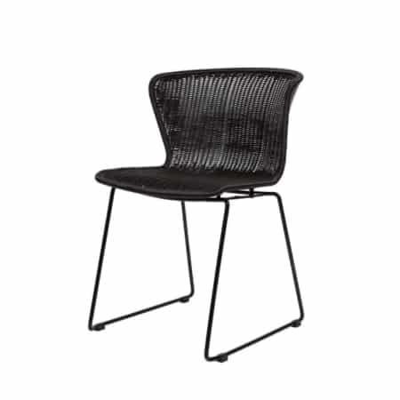 WOOOD stoel Wings is perfect om gezellig te tafelen met het hele gezin, borrelen met wat vrienden of rustig alleen werken of studeren.