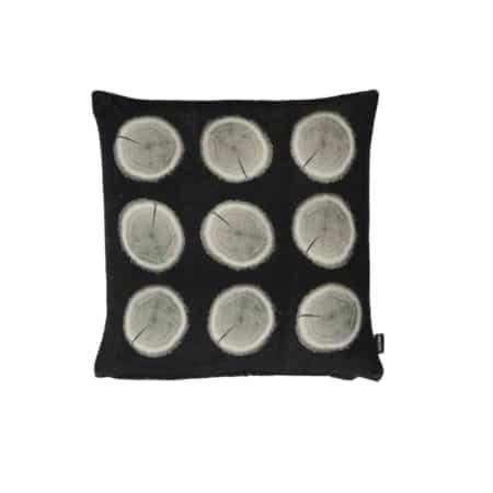 Kussen Boomstammen fluweel uit de ZES10 Collectie met een dubbelzijdig print.