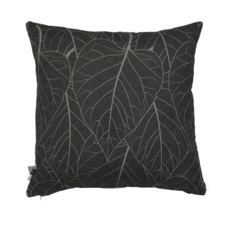 Dit mooie kussen van de ZES10 Collectie heeft aan de voorzijde een lichtgrijze print van bladeren.