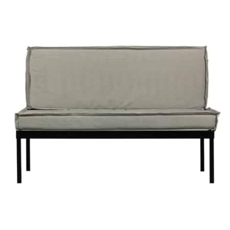 De Stilt palletkussenbank uit de collectie van vtwonen is vervaardigd uit staal en is voorzien van een mat zwarte outdoor coating.