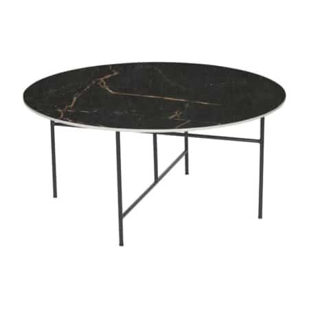 Deze Vida bijzettafel van het interieurmerk WOOOD heeft een hippe en luxe uitstraling, dit komt door de combinatie van het zwarte porseleinen tafelblad met marmerlook en het slanke zwart metalen onderstel.