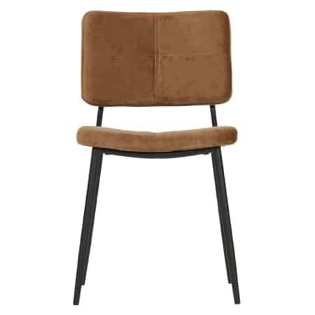 Urenlang comfortabel tafelen is geen probleem met eetkamerstoel Kaat uit de WOOOD collectie.