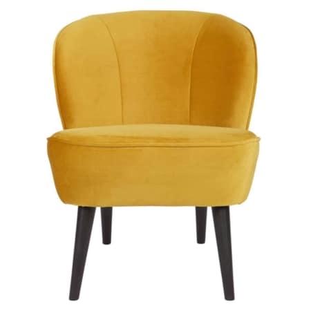 De WOOOD fauteuil Sara is een prachtige stoel met zwart gelakte berkenhouten poten.