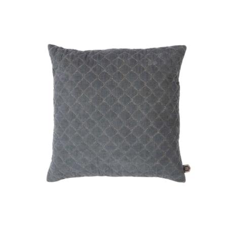Het fluweelzachte kussen Contact behoort tot de nieuwe collectie van BePureHome. De voorkant heeft een geborduurd diamant patroon op een velvet stof van 100% katoen.