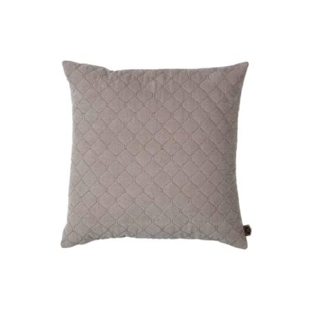 Het fluweelzachte kussen Contact behoort tot de nieuwe collectie van BePureHome. De voorkant heeft een geborduurd diamant patroon op een velvet stof van 100% katoen. Het Contact kussen is 48 x 48 cm groot en hiermee een echte aanwinst voor uw bank.