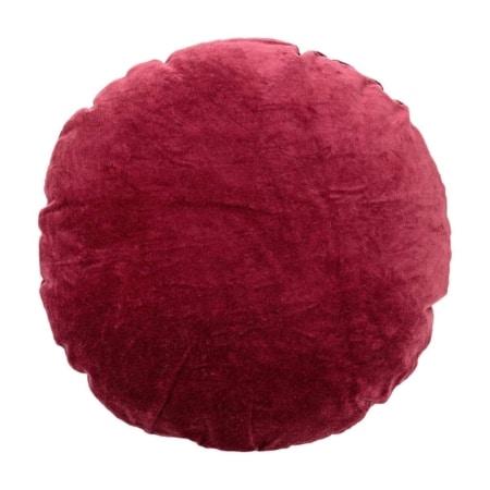 Dit fluweelzachte ronde kussen behoort tot de nieuwe collectie van Bloomingville. Het kussen is gemaakt van een katoenen velvet stof in een mooie diepe rode kleur.
