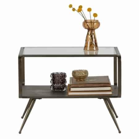De Fancy bijzettafel heeft een echte luxueuze uitstraling dankzij de antique brass afwerking van het metaal en het glazen tafelblad. Het bovenste tafelblad is gemaakt van safety glass en heeft een max. draaggewicht van 10kg.