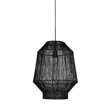 De luchtige kap van de lamp laat veel licht doorschijnen.
