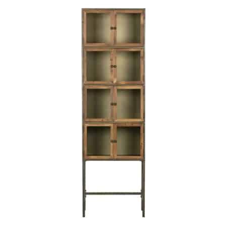 Deze vintage vitrinekast Box uit de collectie van het Nederlandse merk BePureHome is gemaakt van staal voorzien van dennenhouten deuren. Iedere Box vitrinekast beschikt over een eigen karakter, omdat het gebruikte dennenhout voorzien is van zijn eigen oneffenheden, kleine scheurtjes en noesten. Dit zijn kenmerken van het doorleefde hout. Ieder exemplaar is hierdoor uniek!