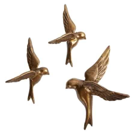 Breng wat levendigheid in je interieur met deze set van 3 vogels aan de wand.