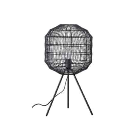 Deze tafellamp van het Scandinavische merk Bloomingville is gemaakt van metaal en past in elk interieur. Zet jij deze eyecatcher ook in je huis?