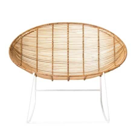 Hoe leuk is deze Orinoco schommelstoel van het Scandinavische merk Bloomingville? De zitting is gemaakt van gevlochten rotan met daaronder een wit metalen onderstel.
