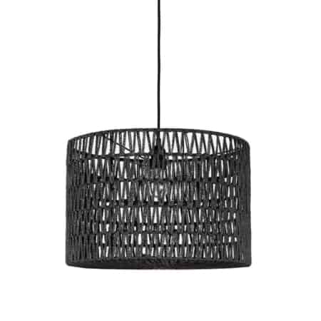 Hanglamp Stripe van LABEL51 bestaat uit een zwarte katoenen pendel waar een prachtige cilindervormige kap van zwart geweven katoen aan hangt.