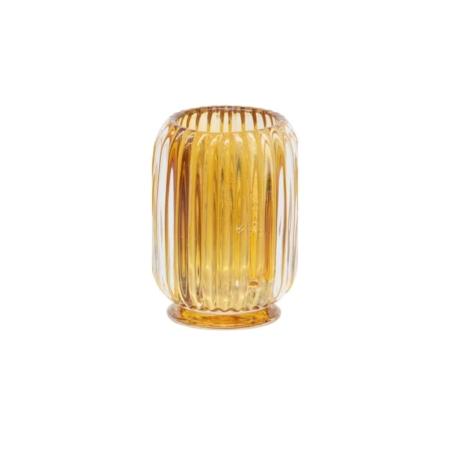 Deze Dainty waxinehouder komt uit de collectie van het Nederlandse merk BePureHome. Dainty is gemaakt van geperst sodalime glas, half handgemaakt en half machinegemaakt. Leuk om te combineren met de andere twee kleuren grijs en roest.
