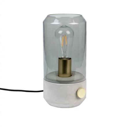 De Zuiver Kato tafellamp past in ieder interieur. De lamp bestaat uit een beschilderde glazen kap met rooklook, de voet is gemaakt van beton en heeft een messing geplateerde ijzeren aan / uit dimmer schakelaar en lamphouder. Het zwarte snoer is 160 cm lang.