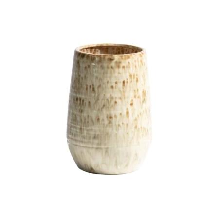 Deze retro, klassieke Lava vaas komt uit de collectie van het Nederlandse merk BePureHome. Lava is vervaardigd uit keramiek en heeft een nougat kleurige finish. De rand van de vaas heeft een dikte van 1 cm en de opening heeft een diameter van 14.5 cm. Het patroon van de Lava vaas kan afwijken van de foto, dit komt omdat elk item handgemaakt is en daardoor dus ook uniek.