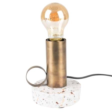 Tafellamp Aria van Zuiver is gebaseerd op een oude olielamp, maar heeft het gebruiksgemak van nu. Dit leuke lampje heeft een mooie terrazzo voet en een gepoedercoate metalen lamphouder. Ideaal voor naast je bed of gewoon als blikvanger in je woonkamer.