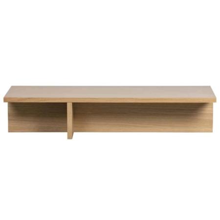 Angle is een strakke salontafel met een speels effect en komt uit de collectie van het Nederlandse merk vtwonen. De tafel is vervaardigd uit eiken fineer met een naturel afwerking. De poot creëert twee speelse vakken onder de salontafel. Dit geeft de tafel een eigenwijs karakter. De tafel is afgewerkt met een matte blanke lak om het hout te beschermen tegen vlekken. Het tafelblad van Angle heeft een dikte van 3 cm. De ruimte onder de tafel is verdeeld in 2 vakken, waarvan 1 een breedte heeft van 40 cm breed en 1 van 92 cm. Beide vakken hebben een diepte van 23 cm.
