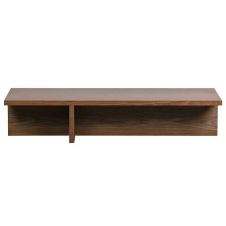 Angle is een strakke salontafel met een speels effect en komt uit de collectie van het Nederlandse merk vtwonen. De tafel is vervaardigd uit notenhout fineer met een warme, bruine finish. De poot creëert twee speelse vakken onder de salontafel. Dit geeft de tafel een eigenwijs karakter. De tafel is afgewerkt met een matte blanke lak om het hout te beschermen tegen vlekken. Het tafelblad van Angle heeft een dikte van 3 cm. De ruimte onder de tafel is verdeeld in 2 vakken, waarvan 1 een breedte heeft van 40 cm breed en 1 van 92 cm. Beide vakken hebben een diepte van 23 cm.