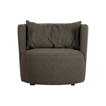 De Explore fauteuil uit de collectie van het Nederlandse merk vtwonen heeft een robuuste en vriendelijke uitstraling.