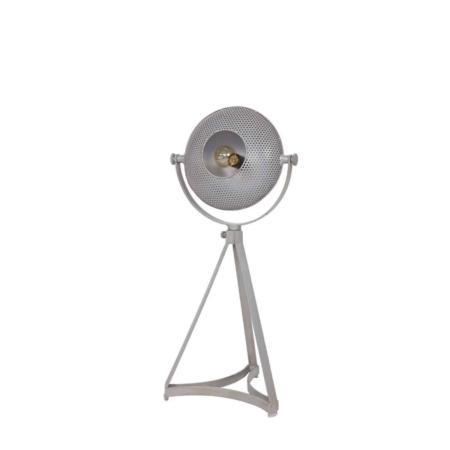 Deze tafellamp op metalen driepoot onderstel met grote kap is een aanvulling voor het interieur.