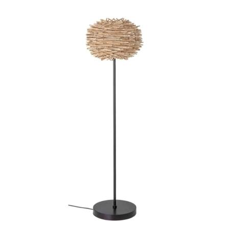 Ben jij opzoek naar een trendy vloerlamp, dan is de Bloomingville wicker vloerlamp iets voor jou.
