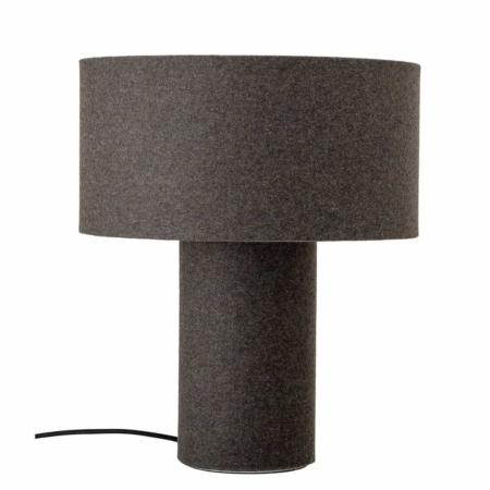 Hier krijg je een lekker warm gevoel van als je naar de bloomingville tafellamp wool kijkt.