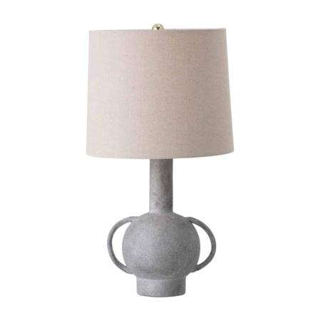 De tafellamp grijs terracotta van bloomingville is met zijn klassieke vorm een mooie lichtbron op elke tafel