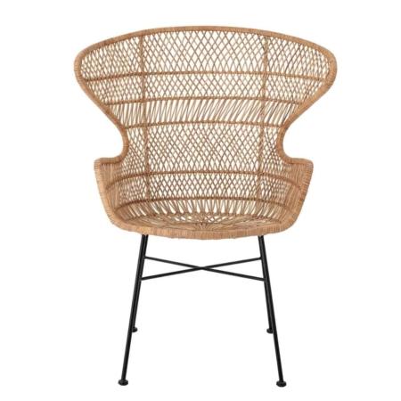 De Oudon stoel van bloomingville past dan perfect. In de woonkamer of slaapkamer staat hij te stralen.
