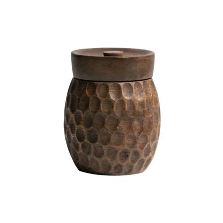 Deze klassieke opbergpot Hala doet denken aan een honingpot en komt uit de collectie van het Nederlandse merk WOOOD Exclusive