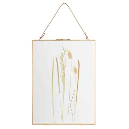 Deze decoratieve fotolijst Pressed met droogbloemen komt uit de collectie van het Nederlandse merk BePureHome.