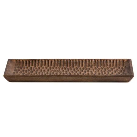 Devan is een robuust en sfeervol dienblad dat is voorzien van een werkje in het hout en komt uit de collectie van het Nederlandse merk WOOOD Exclusive.