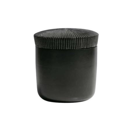 Deze stoere, moderne opbergpot Jar komt uit de collectie van het Nederlandse merk BePureHome.