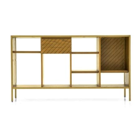 De SMAQQ serie heeft strak, retro en glamour allemaal gemixt. De houten boekenkast Mace bevat een metalen frame met een gouden finish. De greeploze deuren zorgen ervoor dat de boekenkast een strakke uitstraling krijgt. De serie Mace heeft een mix van strakke lijnen, glamoureuze goudgele tinten en eigenzinnige patronen.