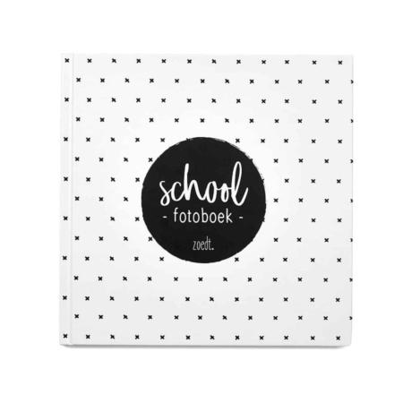 In dit mooie schoolfotoboek plak je alle schoolfoto's (van je kind) zoals pasfoto's, klassenfoto's en andere leuke foto's.