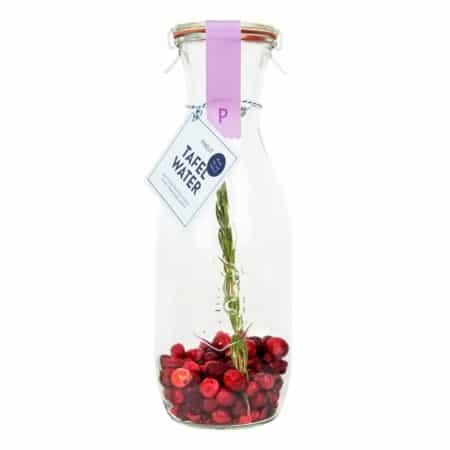 Pineut Tafelwater karaf kers cranberry en rozemarijn